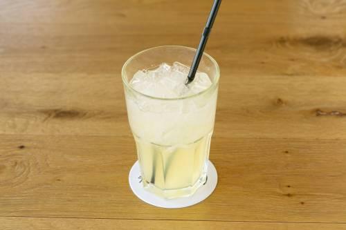 コモレビ農園のレモンを使用したレモンスカッシュ